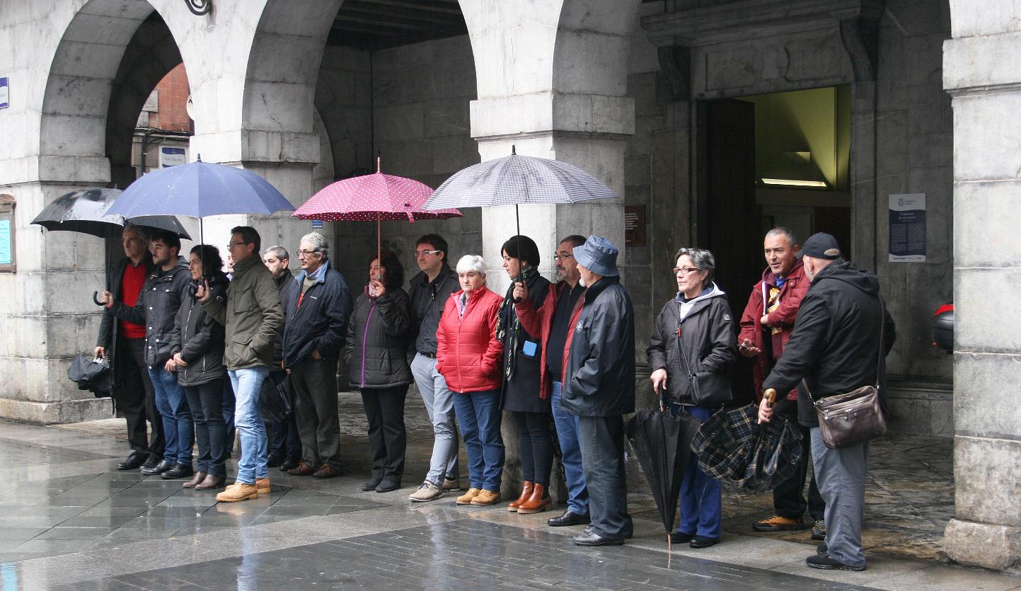 Con motivo del Día de la Memoria, declaración institucional, concentración y ofrenda-floral del Ayuntamiento de Tolosa