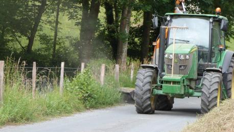 El Ayuntamiento ha iniciado los trabajos de mantenimiento para limpiar los caminos rurales y la maleza